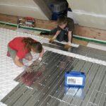 Höhne hilft – Kunden bauen. Die Fördetherm-Fußbodenheizung von Familie Gudladt