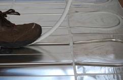 Verlegung des Heizrohrs in die Wärmeleitlamellen